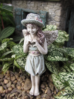 Lindsey The Fairy Making a Heart For Miniature Fairy Gardens