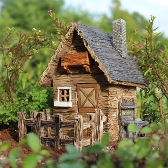 Fairy Shed with Detatched Fence For Miniature Gardens